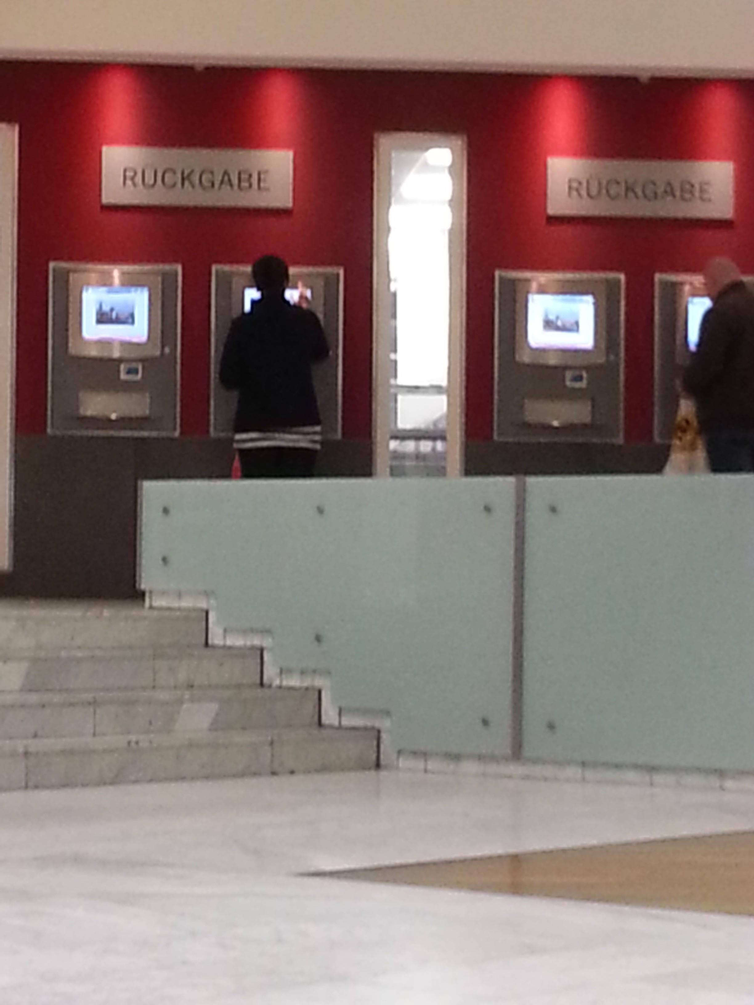 Düsseldorfer Stadtbücherei - Rückgabeautomaten