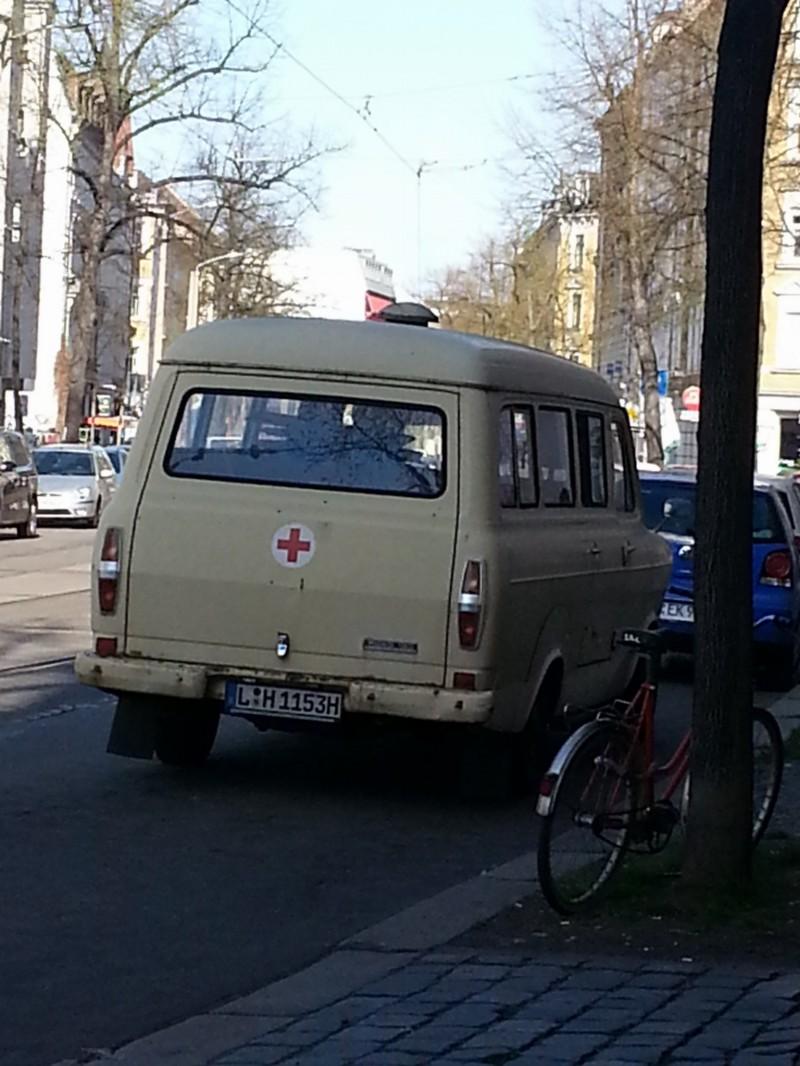 Leipzig Impressionen - Alter DDR-Krankenwagen in Leipzig (Erinnerung)