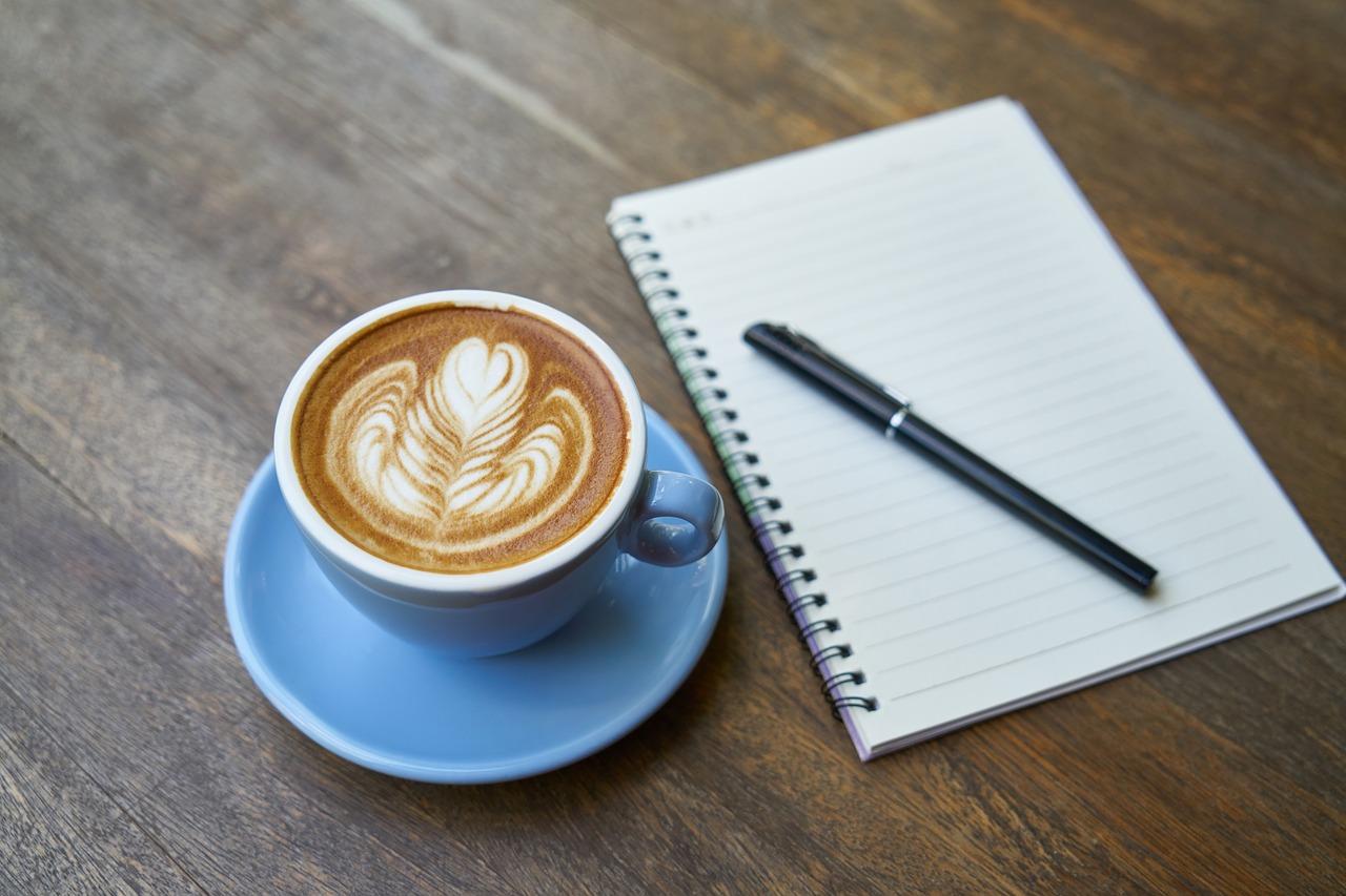 Kaffeetasse, Stift und Blog